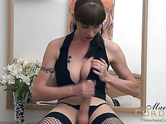TS Mariana Cordoba gets her groove on and gets those 11 inches sucked