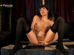 Hot Kelly fingering & jerking in sexy stockings